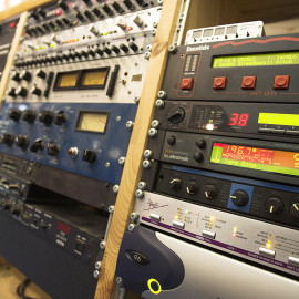 Wahlweise Digitales oder Analoges Recording mit hervorragenden Mikrofonen und Outboard.